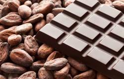 Плиточный шоколад и какао-бобы