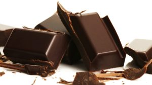 Качественный шоколад на разломе