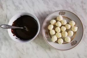 Приготовление домашних шоколадных конфет Баунти