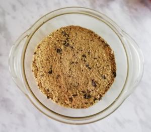 шоколадный торт-суфле, крошка из печенья для коржа