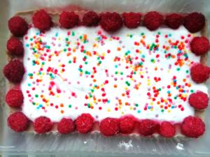 шоколадный торт-суфле с малиной